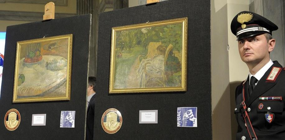 Odzyskane obrazy Paula Gauguina i Pierre'a Bonnarda /CLAUDIO ONORATI    /PAP/EPA