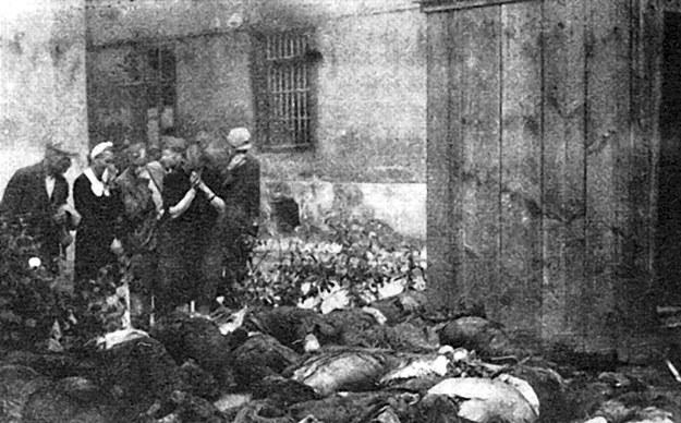 Ofiary mordów NKWD we Lwowie /Wikimedia