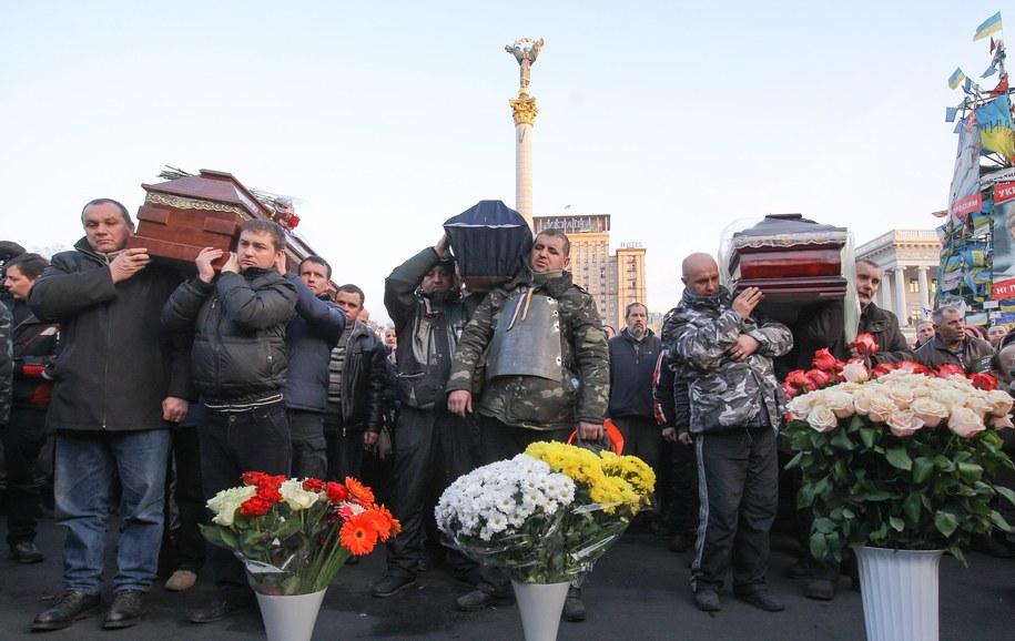 Ofiary zamieszek na Majdanie /OLEG SINYAVSKIY /PAP/EPA