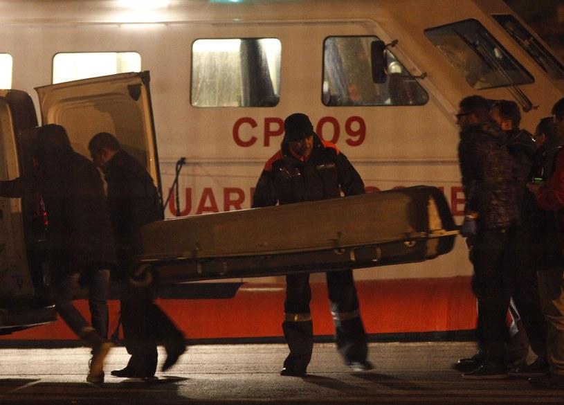 Oficjalnie potwierdzono jedynie śmierć jednej osoby /AFP