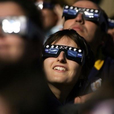 Oglądaj zaćmienie bezpiecznie! /AFP