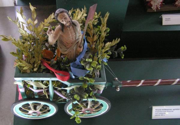 """""""Ogródek"""" z figurką Chrystusa - Muzeum Etnograficzne w Krakowie /INTERIA.PL"""