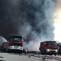 Ogromny pożar składowiska odpadów w Zgierzu. Strażacy w akcji