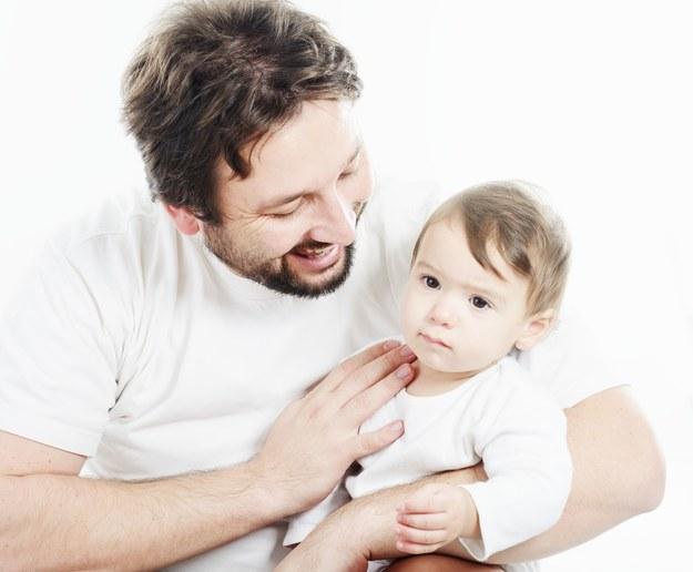 Ojcowie 2015 radzą sobie z dziećmi nie gorzej niż mamy. /123/RF PICSEL
