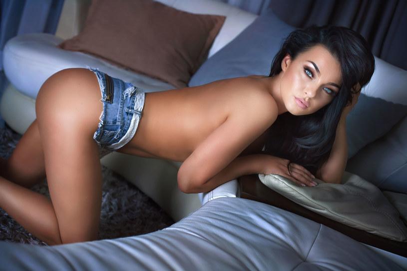 Okazało się, że oglądanie filmów erotycznych nie skłania do ryzykownych zachowań /©123RF/PICSEL