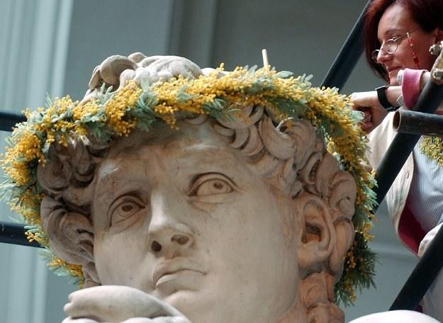Okazuje się, że kwiatami obdarowywani są także mężczyźni /Getty Images/Flash Press Media