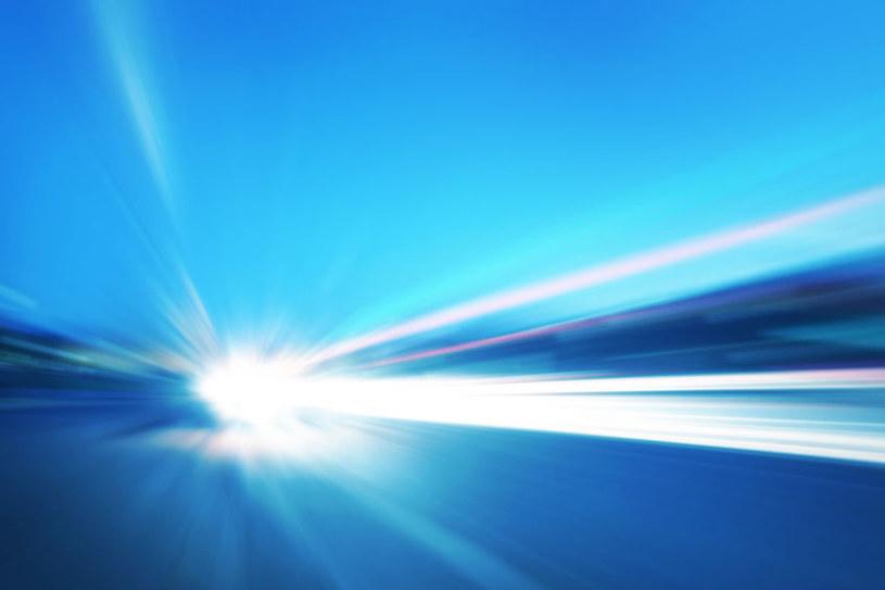 Okazuje się, że światło można zatrzymać /123RF/PICSEL