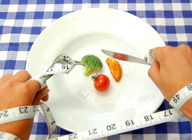 Okazuje się, że tyjemy, bo traktu jemy jedzenie jako zło konieczne /©123RF/PICSEL