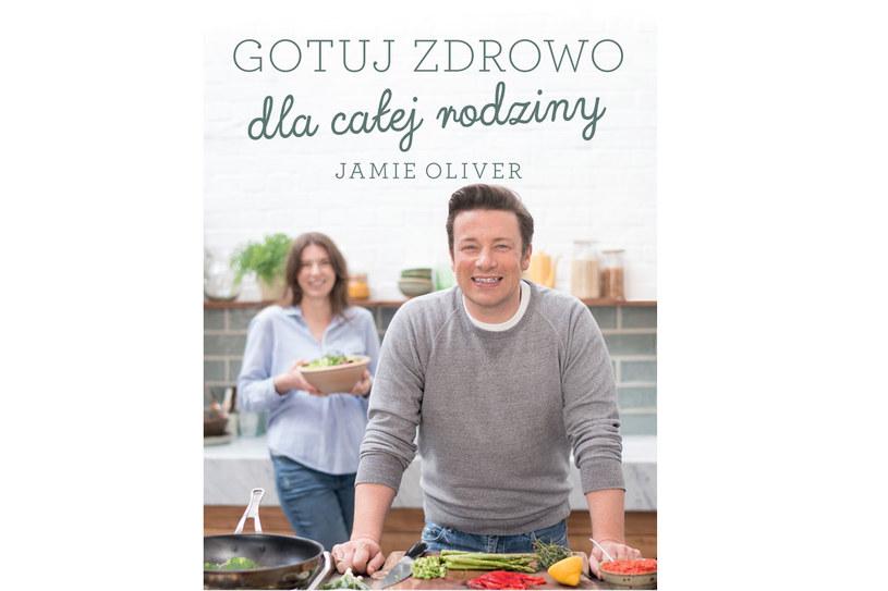 """Okładka książki Jamiego Olivera  """"Gotuj zdrowo dla całej rodziny"""" /materiały prasowe"""