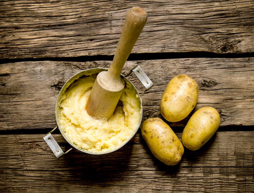 Okłady z gotowanych ziemniaków uśmierzą ból /123RF/PICSEL