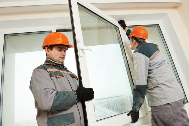 Okna w mieszkaniu komunalnym powinna wymienić gmina /123/RF PICSEL