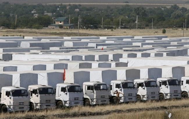 Około 290 rosyjskich ciężarówek przebywa od czwartku w Kamieńsku Szachtyńskim /YURI KOCHETKOV /PAP/EPA