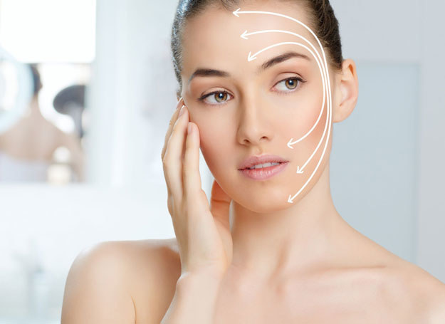 Około 30. roku życia na twarzy zarysowują się zmarszczki mimiczne /©123RF/PICSEL