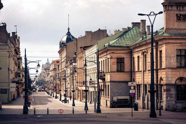 Około 3280 wykwalifikowanych specjalistów oraz niedoświadczonych pracowników poszukują działające w Łodzi przedsiębiorstwa z branży IT, usług dla biznesu oraz włókiennictwa i produkcji /123RF/PICSEL