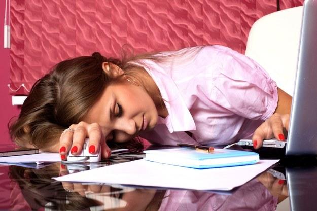 Okres, gdy jedna lub kilka osób odpoczywa od pracy, to intensywny czas dla pozostałych członków zespołu /123RF/PICSEL