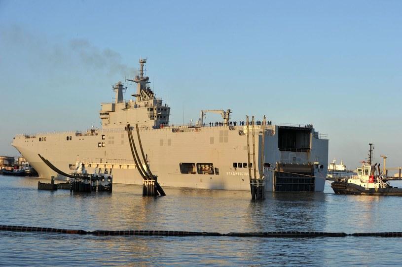 Okręt desantowy miał trafić do Rosji w październiku. /Frank Perry /AFP