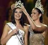 Oksana Fiodorowa z koroną Miss Universum