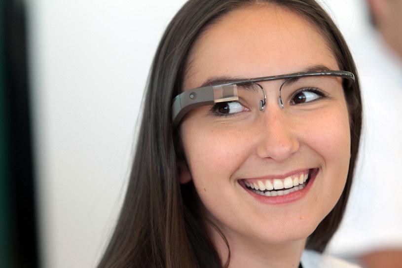 Okulary Google mogą się stać prawdziwym rynkowym hitem /AFP