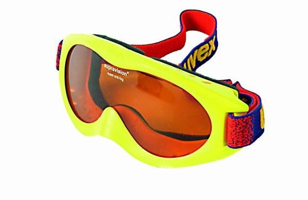 Okulary  Wybierając się w góry zaopatrz się nie tylko w gogle, ale także w dobre okulary przeciwsłoneczne. Te kupowane w supermarketach mogą nie wystarczyć na zimowe warunki. /123/RF PICSEL