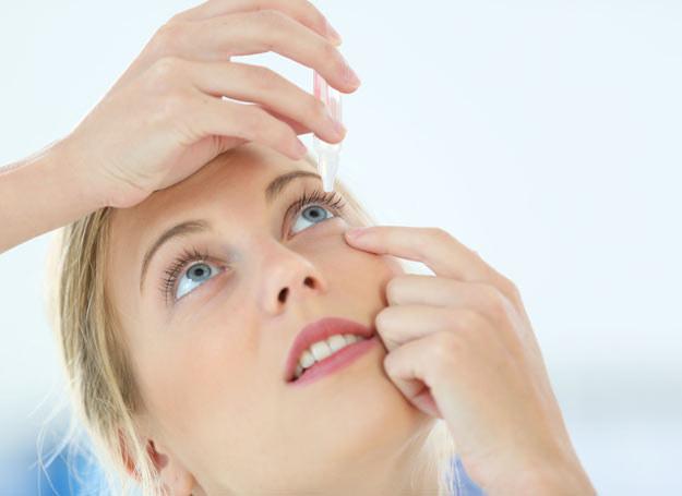 Okulista na zapalenie spojówek zapewne przepisze nam krople do oczu /Picsel /123RF/PICSEL