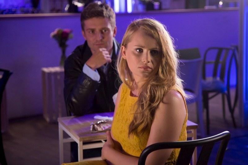 Ola odkryje, że Przemek umawiał się z nią tylko dlatego, że przypominała mu zmarłą ukochaną... /Agencja W. Impact