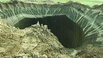 Olbrzymi krater w Rosji. Meteoryt? UFO?!