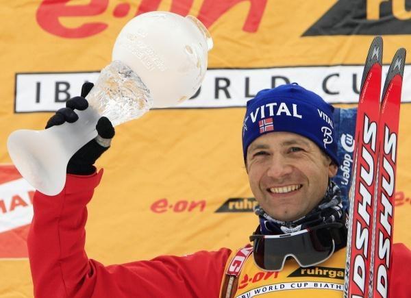 Ole Einar Bjoerndalen - król męskiego biathlonu /AFP