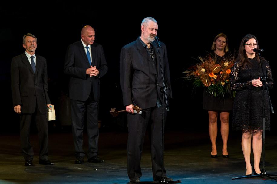 Oleg Pawłow z nagrodą /Maciej Kulczyński /PAP