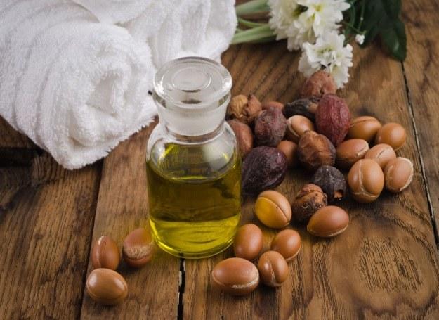 Olej arganowy od lat jest w czołówce ulubionych kosmetyków Polek /123RF/PICSEL