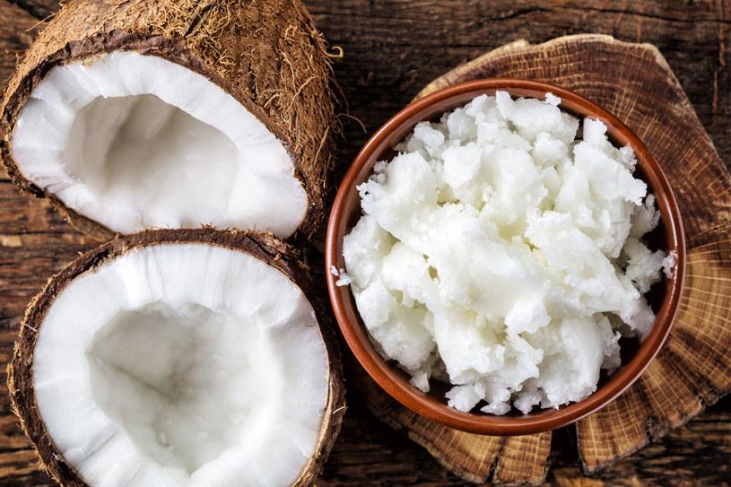 Olej kokosowy jest nieoceniony w pielęgnacji ciała /©123RF/PICSEL