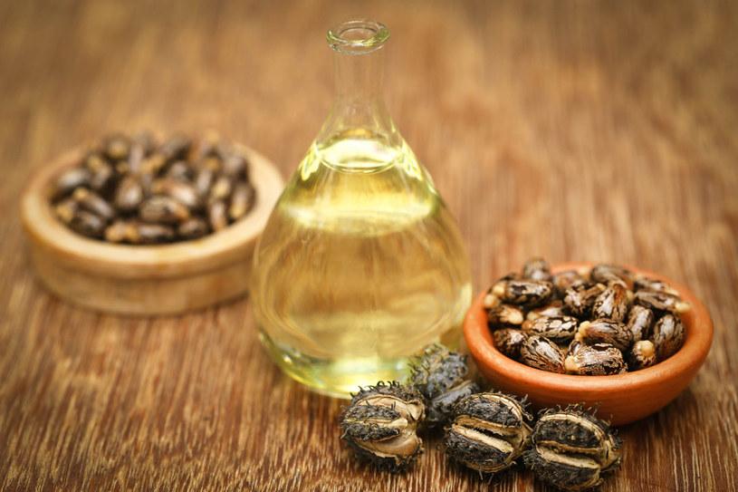 Olej rycynowy od dawna wykorzystuje się w kosmetyce /123RF/PICSEL