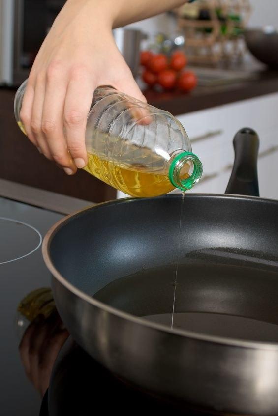 Olej rzepakowy rafinowany jest dobry do smażenia /123RF/PICSEL