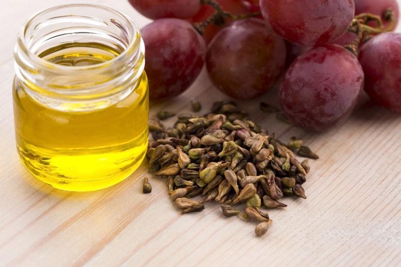 Olej z pestek winogron jest neutralny w smaku i nie ma zapachu /©123RF/PICSEL