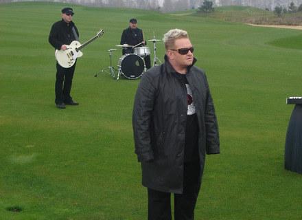 """Olek Klepacz (Formacja Nieżywych Schabuff) na planie """"Przez chwilę"""" /Dream Music"""