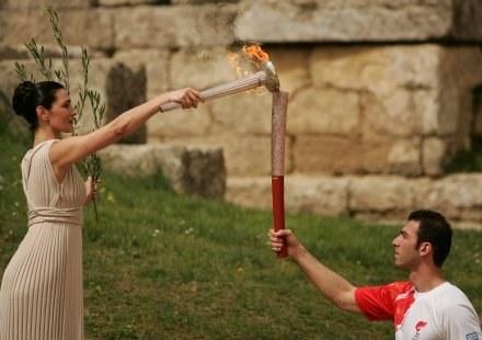 Olimpijski znicz 30 marca dotrze do Aten /AFP