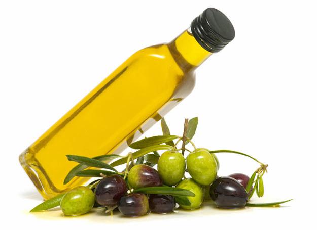 Oliwa, bogata w cenne składniki, pomaga organizmowi obronić się przed wieloma schorzeniami /© Panthermedia