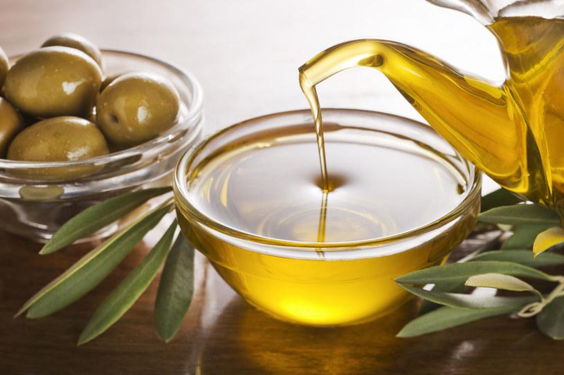 Oliwa z oliwek sprawdzi się jako naturalny, domowy kosmetyk /123RF/PICSEL