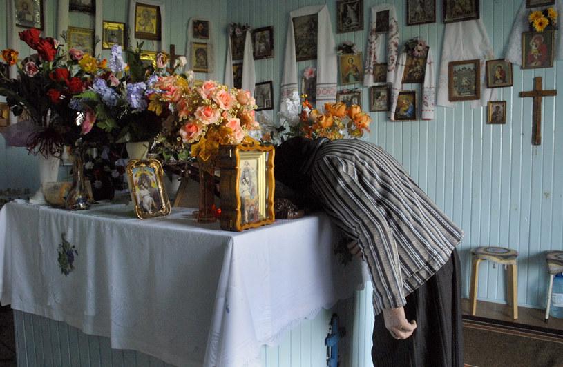 Ołtarz; pod nim znajduje sią studnia z uzdrawiajacą wodą, która ciągle wypływa z boku kaplicy. /Andrzej Sidor /Agencja FORUM