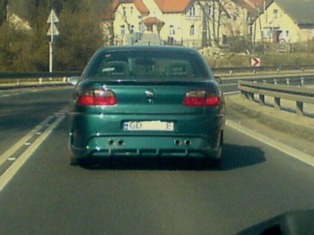 Omega z czujnikami parkowania? :)