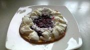 omlet z bitą śmietaną i z konfiturą