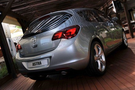 Opel astra IV /  Fot: Gergely Besenyei /INTERIA.PL