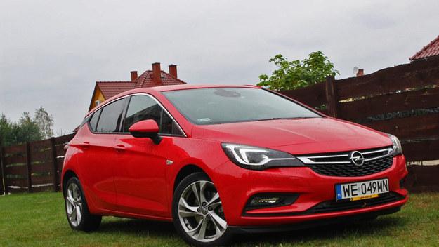 """Opel Astra miał """"drażnić"""". Udało mu się?"""
