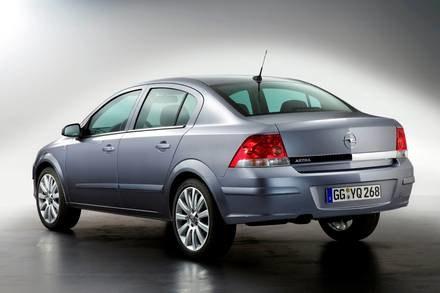 Opel astra sedan / Kliknij /INTERIA.PL