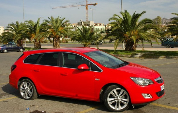 Opel astra sports tourer /