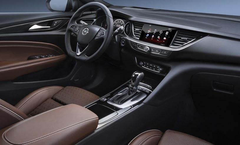 Opel Insignia Country Tourer /