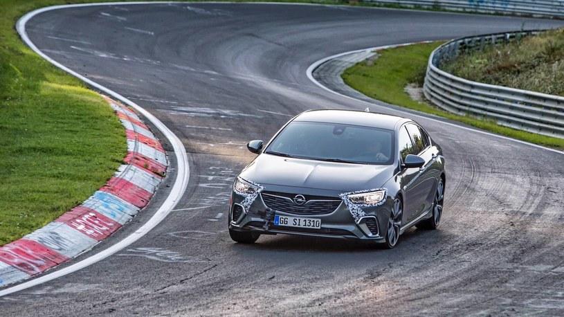 Opel Insignia GSi na torze Nurburgring /
