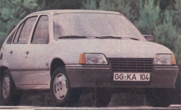 Opel Kadett najnowszej generacji wykazuje podobieństwo do większych pojazdów tej marki. /Motor