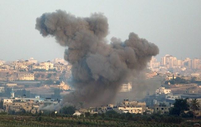 Operacja Izraela w Strefie Gazy rozpoczęła się 8 lipca /JIM HOLLANDER    /PAP/EPA