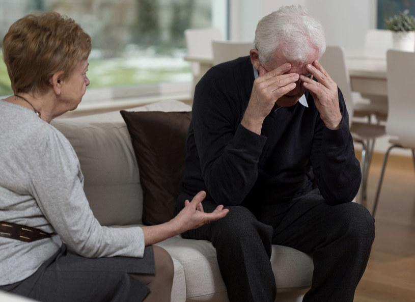 Opieka nad chorym współmałżonkiem to ogomne wyzwanie, któremu nie zawsze udaje się sprostać /123RF/PICSEL