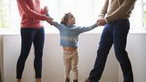 Opieka naprzemienna po rozwodzie. Jak to działa?